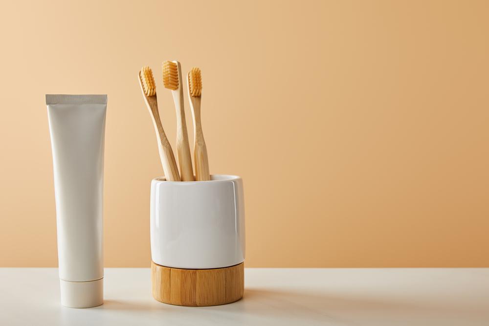 Bambus Zahnbürsten im Becher